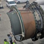 Se desintegra el motor de un 777 en pleno vuelo